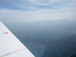 Ueber Thailand bessert sich das Wetter und die Wolken werden niedriger, man beachte den maeandernden Fluss unter mir, noch in Myamar.