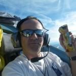 Das erste Frühstück im Flieger, nur die Stewardess fehlt!
