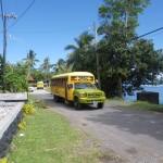 Einer der vielen Schulbusse, ueberall mit einem frommen Spruch drauf
