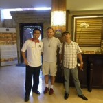 Hoteldirektor des neu eroeffneten Best Western Hotel in Kuta auf Bali, freute sichnueber seinen ersten prominenten Gast, ich war ja immerhin auf der Titelseite der Tageszeitung.