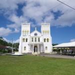Kirchen ueberall, getrennt zwischen Christen, Katholiken und Methodisten