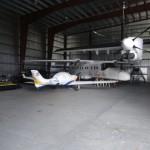 Mein braver, vollbetankter Flieger im Hangar von Inter Island Air gut untergebracht wartet auf neue Abenteuer