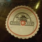 Nettes Abendessen im Schweizer Club in Singapur mit einer Botschaftsangestellten und ihrer Familie, vermittelt durch Marie Luise Hohengassner.
