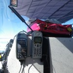 So fliegt es sich schon viel beruhigter- mit Rettungsinsel auf dem Zusatztank und Satellitentelefon mit der richtigen Kontaktnummer.