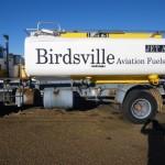 Tankwagen in Birdsville, gleich nach der Ankunft rief CASA, die australische Sicherheitsbehoerde fuer Flugverkehr in Australien an, ob ich eh angekommen sei.