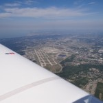 Cleveland auf dem Flug von Oshkosh nach Pittsburg. Das Wetter war herrlich und der Flieger flog endlich mal mit 40 kg Gepaeck weniger so wie ich ihn von zu Hause gewohnt bin, wie man sieht macht sich das auch gleich erheblich in der Geschwindigkeit bemerkbar. 135 kts ohne Rueckenwind!