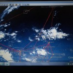 Das Wetter bessert sich nicht, immer noch auf beiden Seiten von Kiribati diese ITCC Bewoelkung