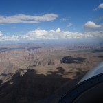 Der Grand Canyon mit dem Colorado River und dem Grand Canyon Airport South.