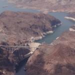 Der Hoover Staudamm mit dermneuen Bruecke, erstmvor einem Jahr eroeffnet. dieser Stausee versorgt Las Vegas und LA