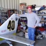 Earl Hibler mit seiner Baby Doll Glasair mit der er schon viele Reno Airracerennen bestritt, der Aufkleber von Hans Gutmann ist immer noch am Seitenleitwerk, Earl ist ein echter US Patriot