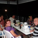 Eine lustige Runde mit deutschstaemmigen auf Samoa, siemhatren grossen Spass bei dem Gedanken, dass zwei von ihnen das Gewicht meines Fliegers ausmachen