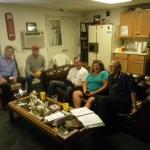 Froehliche Runde und herzliche Aufnahme im Clubraum in Hayward durch lokale Piloten und kuehlem Bier