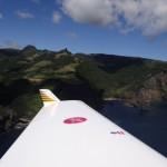 Abflug auf der 36 von Flores, die gruene Insel auf meiner Linken.