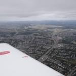Grosse Erleichterung, der Flugplatzmist nebelfrei und in Sicht, und tatsaechlich da wo das GPS ihn angezeigt hat, welch Ueberraschung