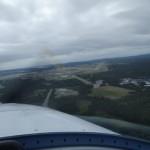 Landung auf der falschen Landebahn, mit heftigem Seitenwind, die andere Landebahnrichtung waere besser gewesen