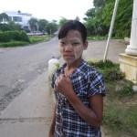 Morgenschminke in Myanmar, fast jeder hat das hier im Gesicht, gehört zum Morgenritual.