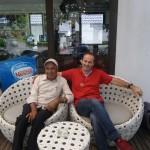Herzliches Wiedersehen, mein alter Freund Pramod Kochar, ein Nepalese der hier auf Koh Chang ein Schneidergeschaeft betreibt.