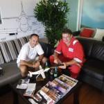 Ein informativer Gedankenaustausch mit John Giddens im Clubraum von Wings over Asia